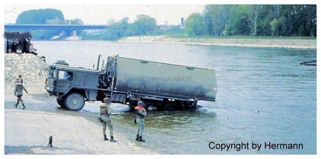 1982 - TdoT Pioniere Ingolstadt 01-man-faltschwimmbruecke-absetzen