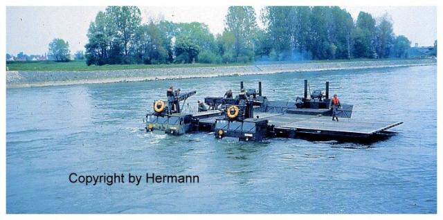 1982 - TdoT Pioniere Ingolstadt 18-amphie-beim-einschwimmen