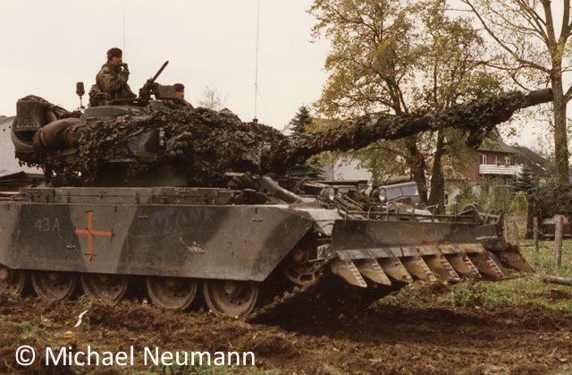 1986_eternal-triangle-neumann00010
